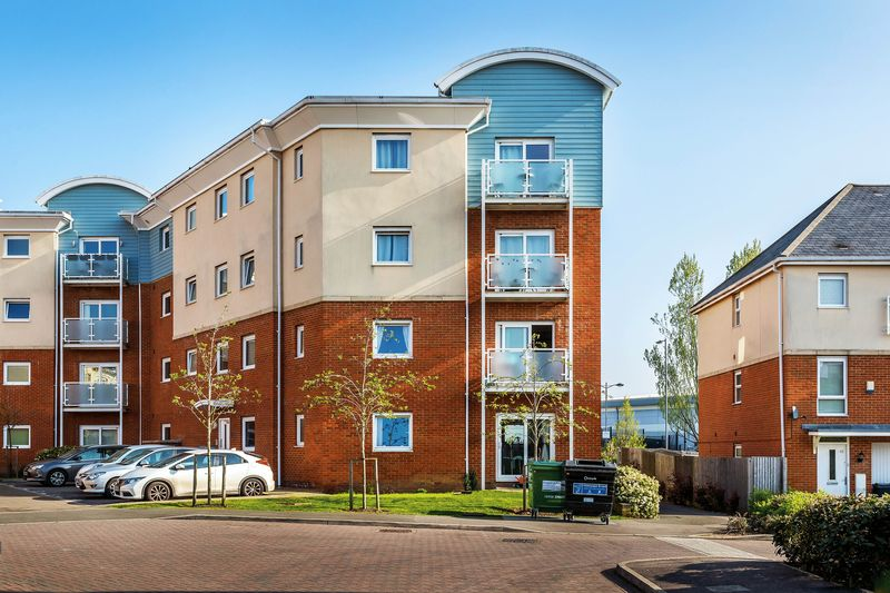 2 Bedrooms Flat for sale in Burrage Road, Redhill