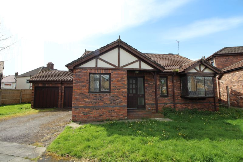 3 Bedrooms Detached Bungalow for sale in Ascot Drive, Bebington