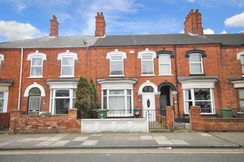 3 Bedrooms Terraced House for sale in WOLLASTON ROAD, CLEETHORPES