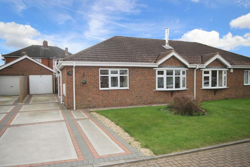 3 Bedrooms Semi Detached Bungalow for sale in ST. JAMES COURT, GRIMSBY