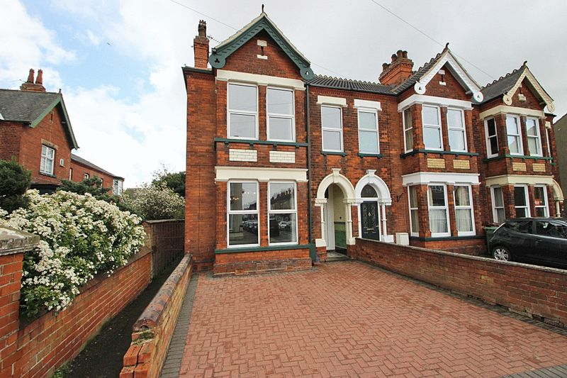 3 Bedrooms House for sale in MILL ROAD, CLEETHORPES