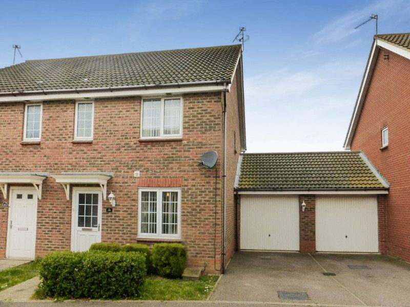 3 Bedrooms Semi Detached House for sale in Salk Road, Great Yarmouth