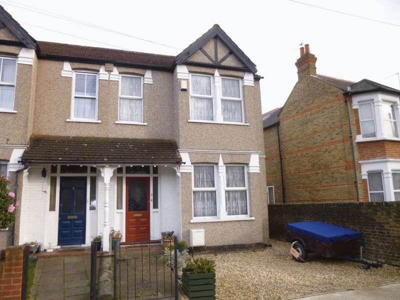 3 Bedrooms Terraced House for sale in Bushey Road, Hayes