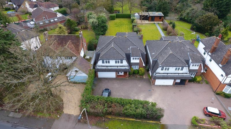 5 Bedrooms Detached House for sale in Oxhey Lane, Hatch End, HA5