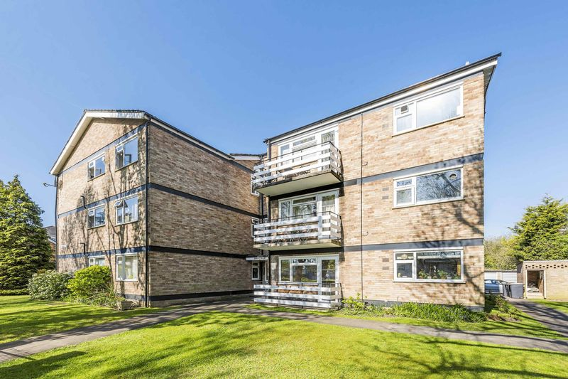 2 Bedrooms Flat for sale in Langley Road, Surbiton, KT6