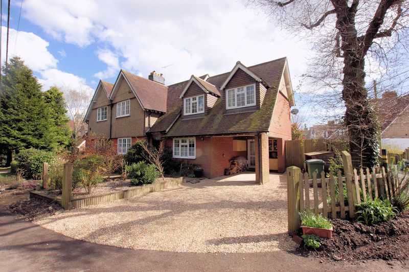 3 Bedrooms Semi Detached House for sale in Totsome Cottages, Knowle