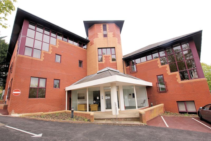 2 Bedrooms Flat for sale in Fareham Point, Wickham Road, Fareham