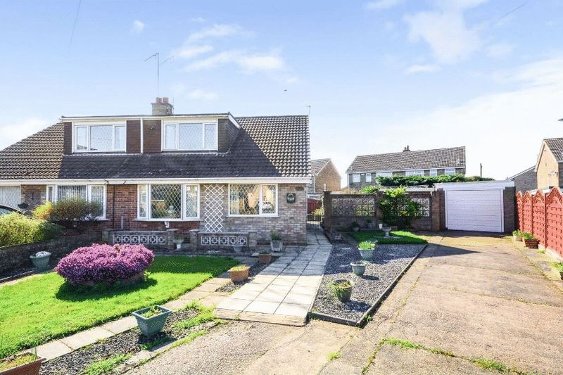 3 Bedrooms Semi Detached Bungalow for sale in Oxenhope Road, Hull, HU6 7BZ