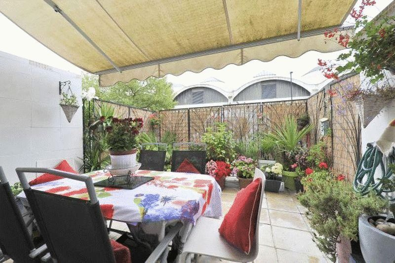4 Bedrooms Flat for sale in Stambourne House, London SW8 2DH