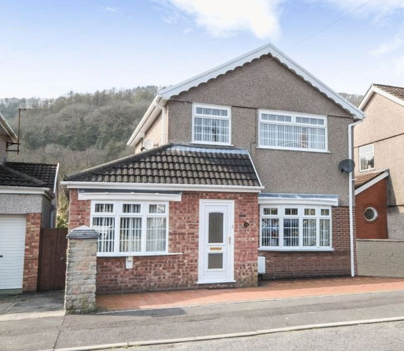 3 Bedrooms Detached House for sale in Golwg Yr Graig, Neath, SA10 8RY