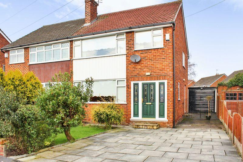 3 Bedrooms Semi Detached House for sale in Lambourn Avenue, Widnes, WA8 5DE