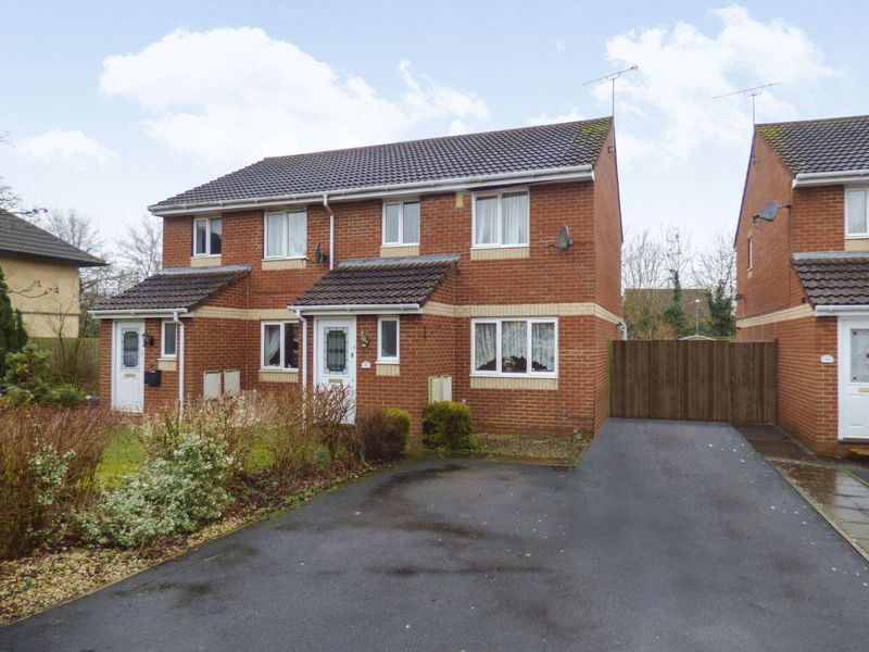 3 Bedrooms Semi Detached House for sale in Lark Rise, BS37 7PJ