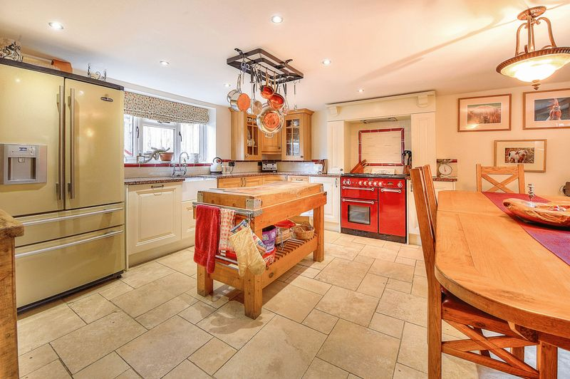 4 Bedrooms Detached House for sale in Harringworth Road, NN17 3DD