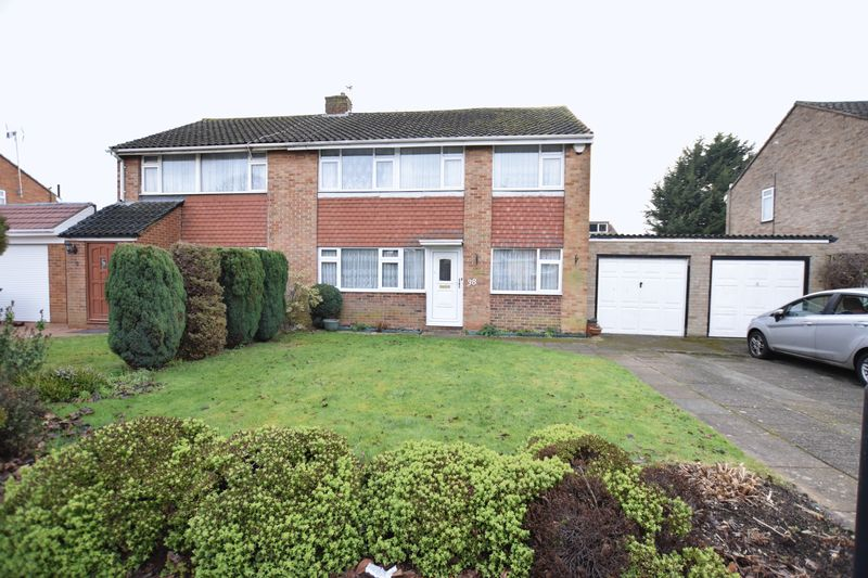 4 Bedrooms Detached House for sale in Seacourt Road, SL3 8EW
