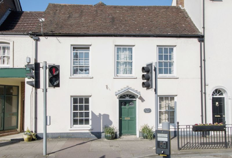 6 Bedrooms Terraced House for sale in West Borough, BH21 1LT