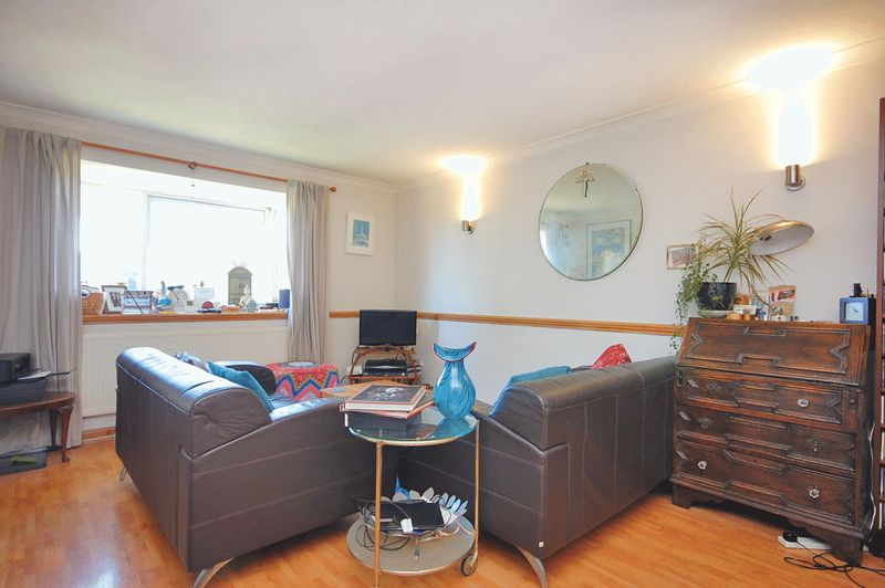 2 Bedrooms Flat for sale in Coppetts Road, London