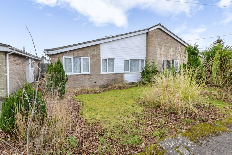 3 Bedrooms Semi Detached Bungalow for sale in Colchester Rd, CO7 7ES