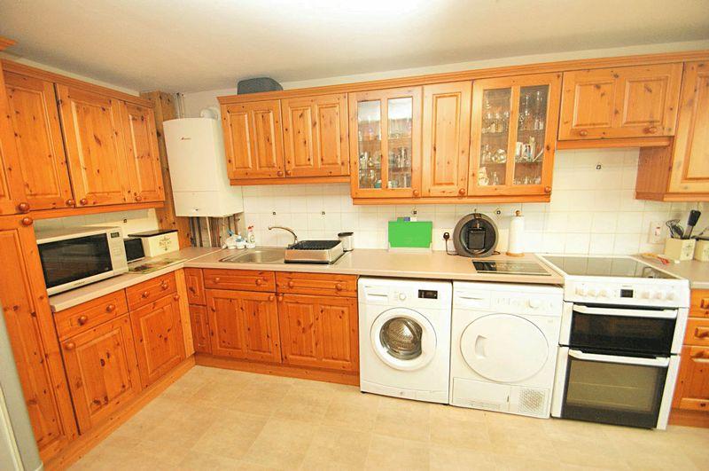 2 Bedrooms Flat for sale in Grampian Gardens, AB21 7LF