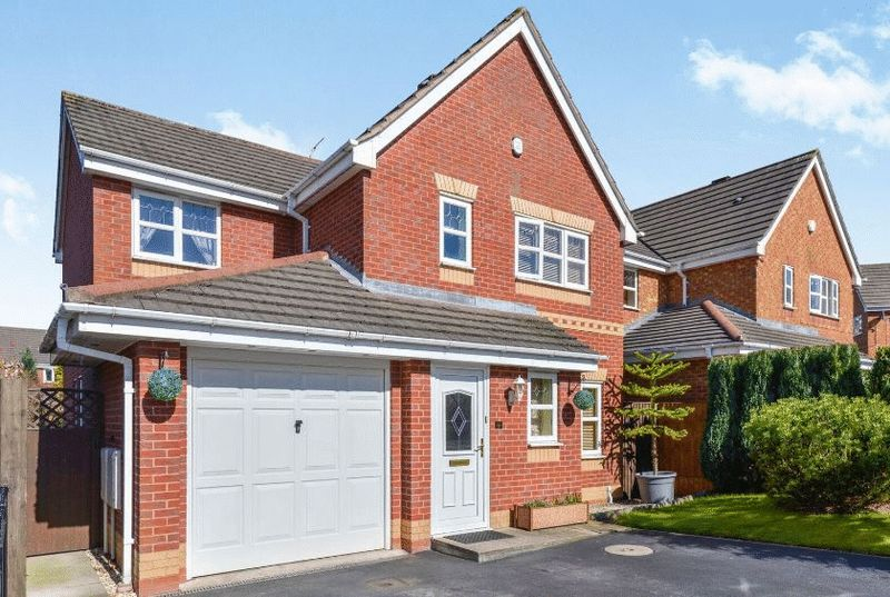 4 Bedrooms Detached House for sale in Hyssop Place, Stoke-On-Trent, ST6 8BW