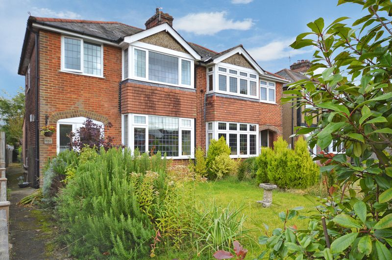 3 Bedrooms Semi Detached House for sale in Wendover