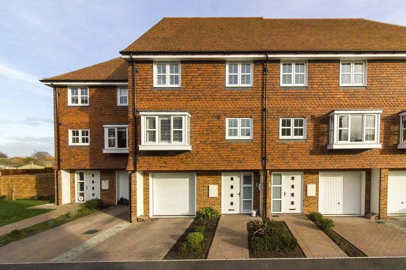 4 Bedrooms Terraced House for sale in Willowbank, Sandwich