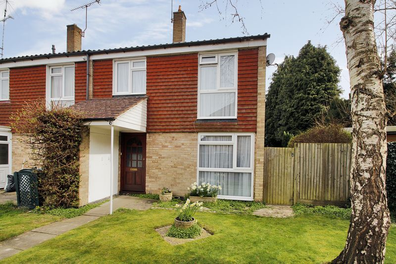 3 Bedrooms House for sale in Gorse Close, Copthorne, West Sussex