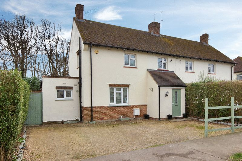 4 Bedrooms Semi Detached House for sale in Careys Wood, Horley