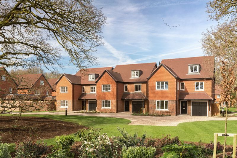 5 Bedrooms Detached House for sale in Turners Hill Road, Crawley Down