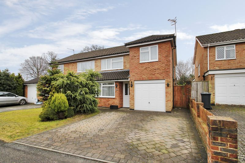 3 Bedrooms Semi Detached House for sale in Bramble Close, Copthorne, West Sussex