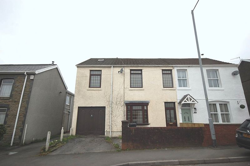 4 Bedrooms Semi Detached House for sale in 148 Main Road, Bryncoch, Neath, SA10 7TR
