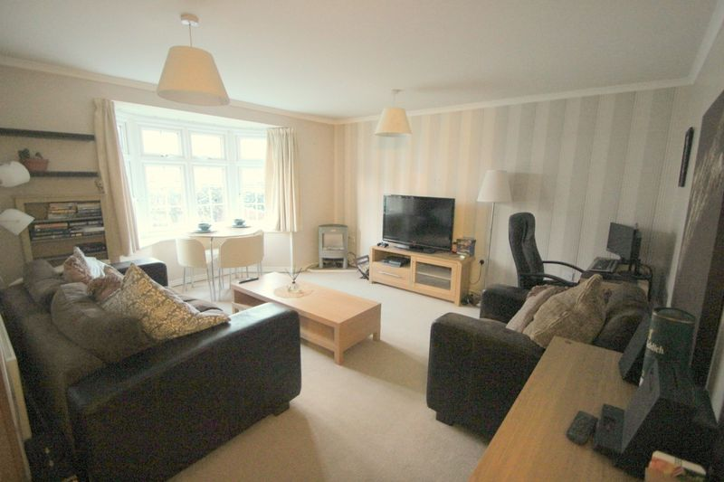 2 Bedrooms Flat for sale in Corelli Close, Stratford-Upon-Avon