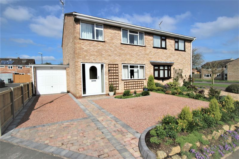 3 Bedrooms Semi Detached House for sale in Drayton Avenue, Stratford-Upon-Avon