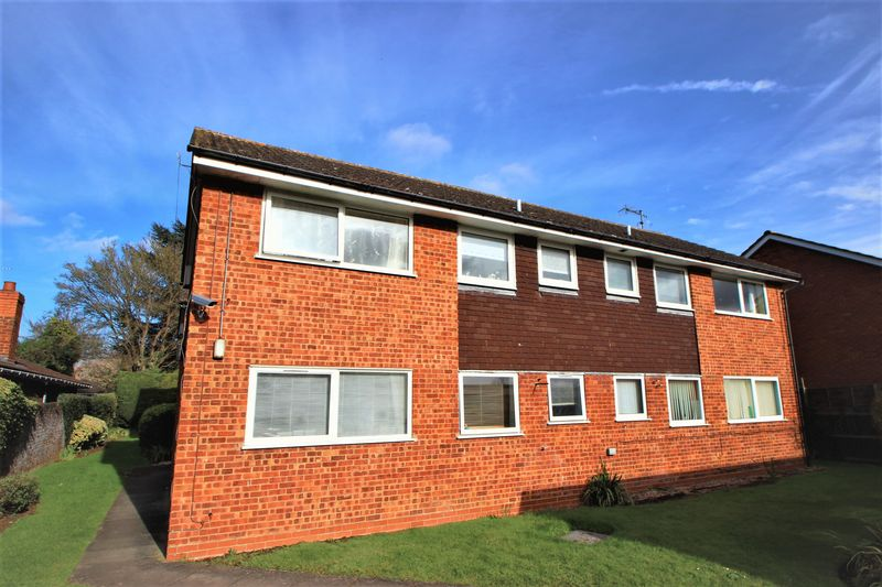 2 Bedrooms Flat for sale in Victoria Road, Alcester