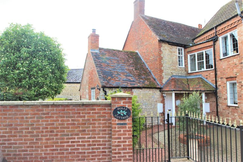 2 Bedrooms Semi Detached House for sale in Broad Close, Stratford-Upon-Avon