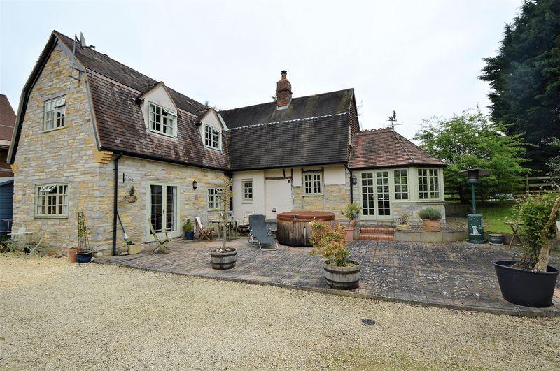 4 Bedrooms Detached House for sale in Kings Lane, Broom
