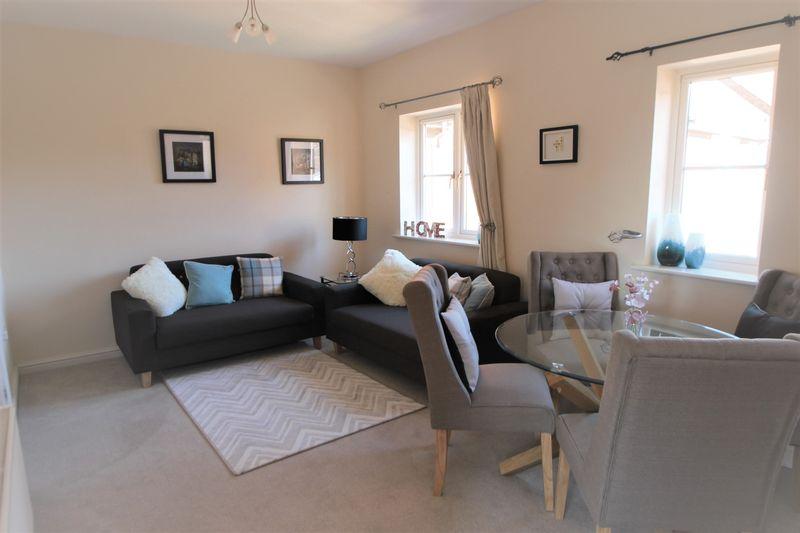1 Bedroom Flat for sale in Hillside, Stratford Upon Avon