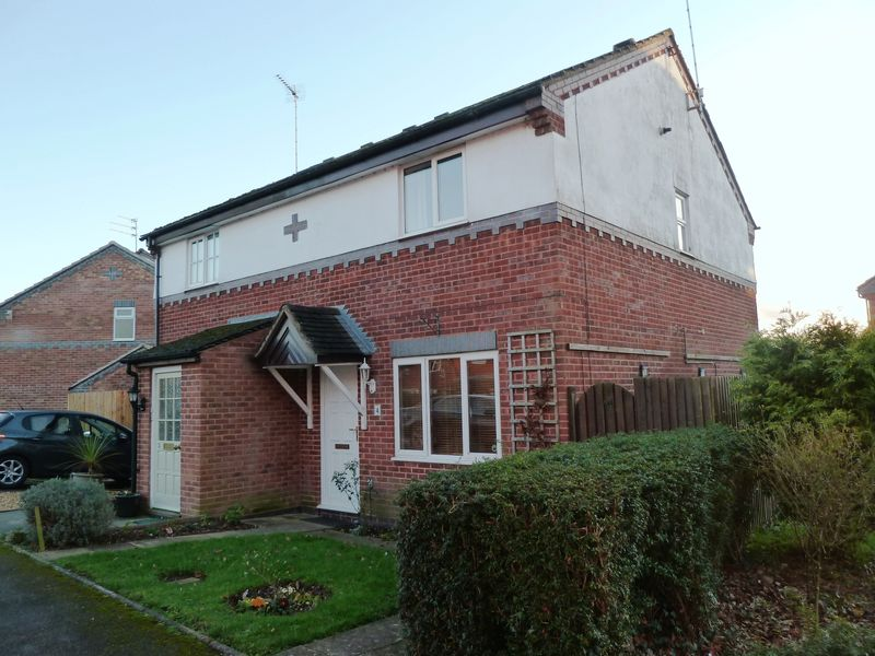 3 Bedrooms Semi Detached House for sale in Plover Close, Alcester