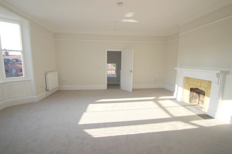 2 Bedrooms Flat for sale in High Street, Alcester