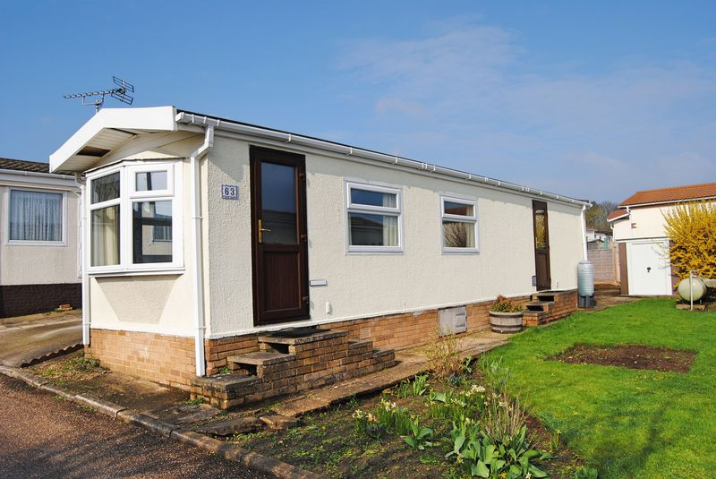 2 Bedrooms Bungalow for sale in Cheveley Park, Grantham