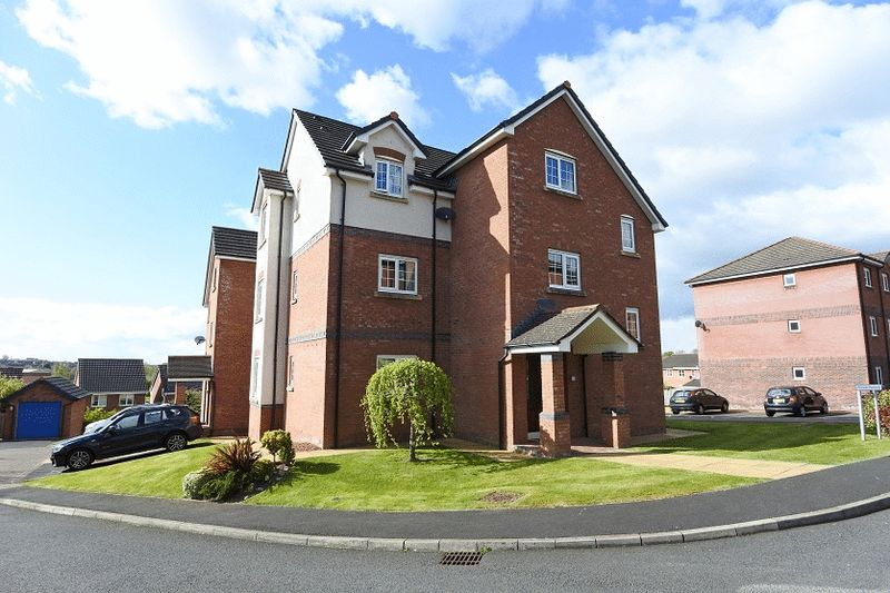 2 Bedrooms Flat for sale in Pennine View Close, Carlisle