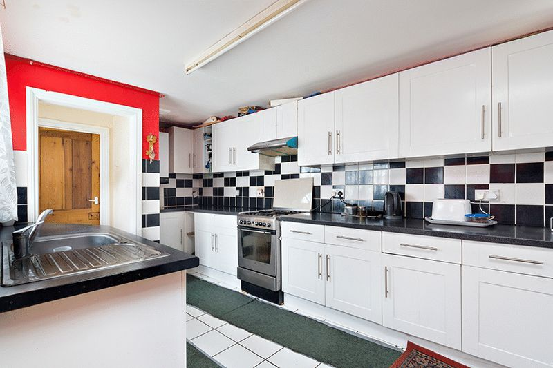 1 Bedroom Flat for sale in Mitcham Lane, London