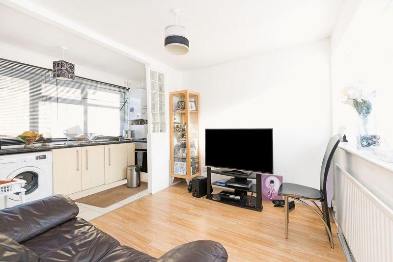 2 Bedrooms Property for sale in Estreham Road, London