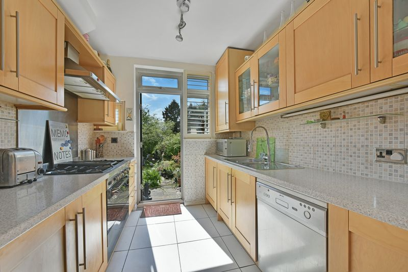 3 Bedrooms Terraced House for sale in Norbury Cross, London