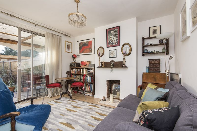 2 Bedrooms Maisonette Flat for sale in Byards Croft, London