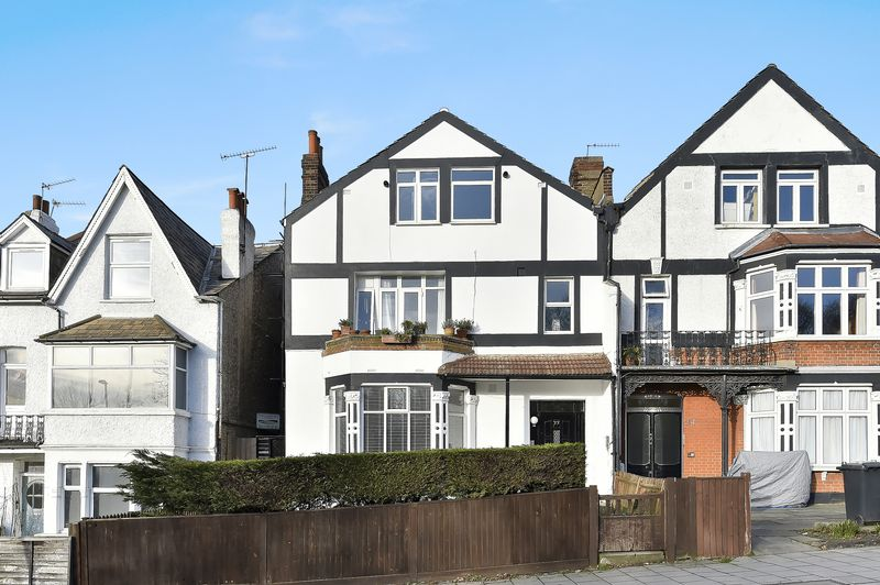 3 Bedrooms Flat for sale in Streatham Common North, London