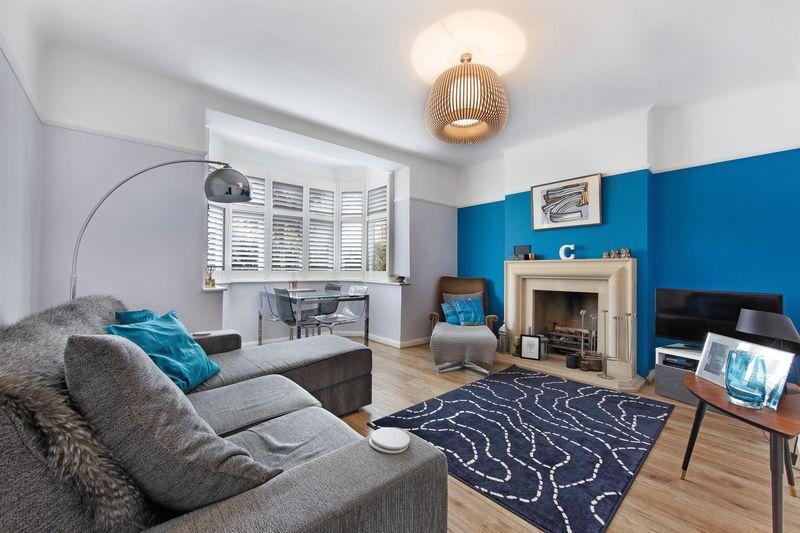 2 Bedrooms Flat for sale in Babington Road, London