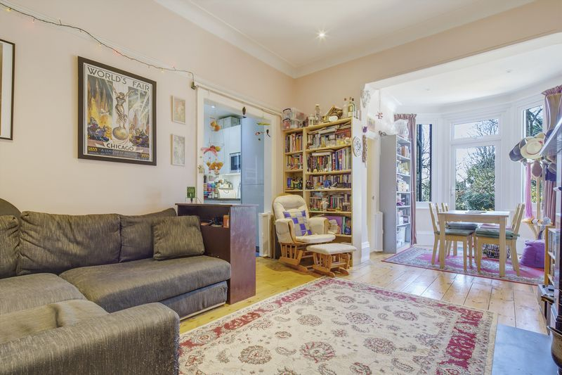 2 Bedrooms Flat for sale in Westwell Road, London