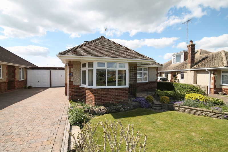 4 Bedrooms Detached Bungalow for sale in Damian Way, Keymer, West Sussex,