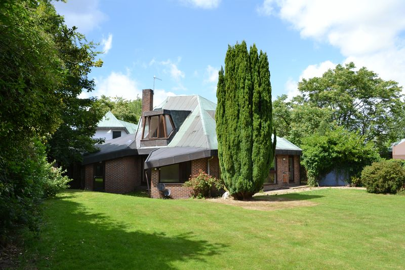 5 Bedrooms Detached House for sale in Gage Ridge, Forest Row
