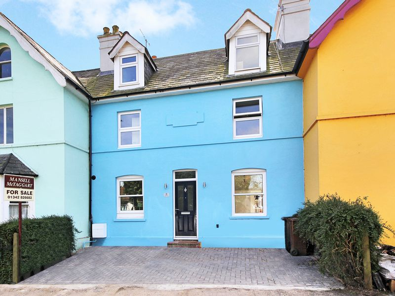 4 Bedrooms Terraced House for sale in Highfields, Forest Row